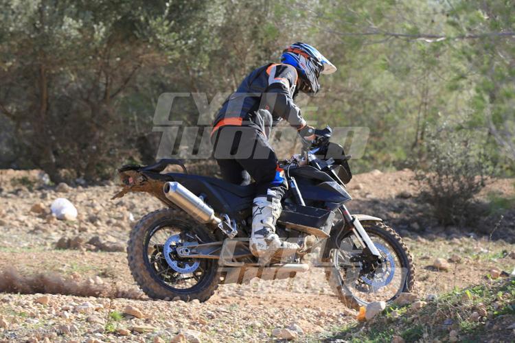 danh-gia-xe-ktm-800-adventure-2017-motosaigon-12