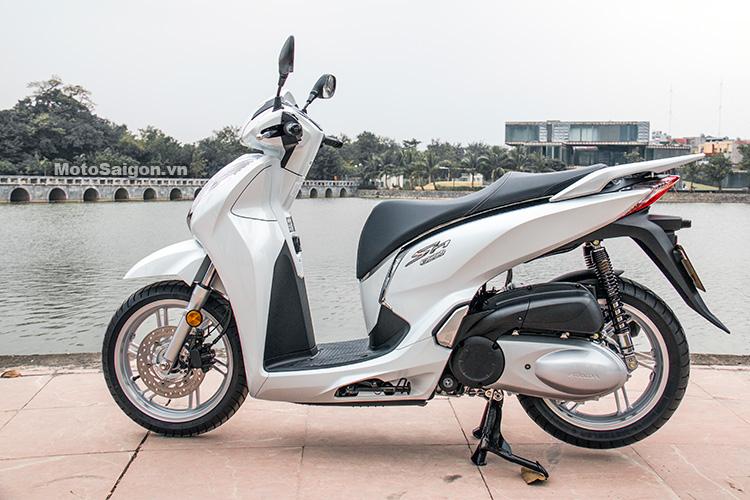 danh-gia-xe-sh300i-2017-mau-do-den-trang-motosaigon-10