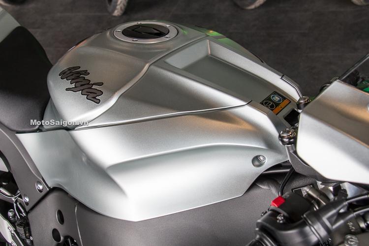 Kawasaki Ninja ZX-10R 2018 màu titan bất ngờ về Việt Nam giá