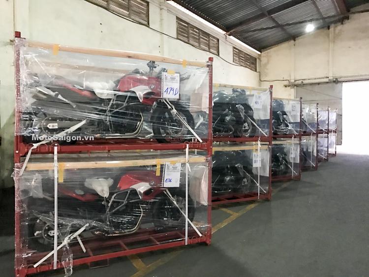 MotoSaigon ra tận cảng khui thùng lô hàng BMW Motorrad chính hãng ngày 28/3/2018