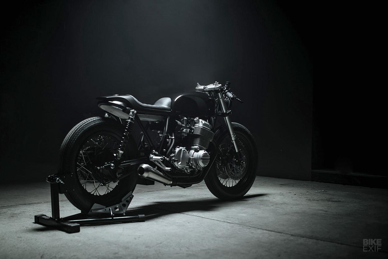 Honda CB750 độ Cafe Racer tuyệt đẹp của Kỹ sư IT