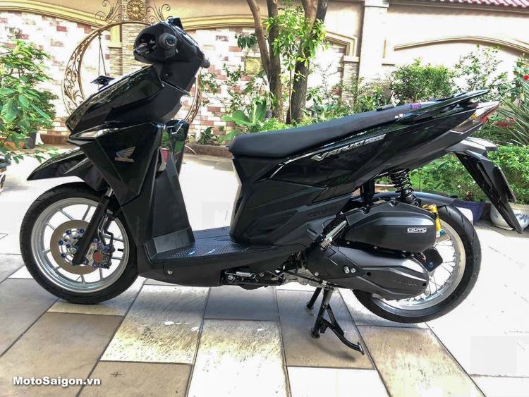 Ấn tượng Honda Vario 150 đen tuyền lên đồ chơi hàng hiệu