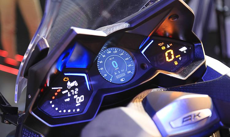 Màn hình đồng hồ được tích hợp sẵn hệ thống Noodoe trên Kymco AK550