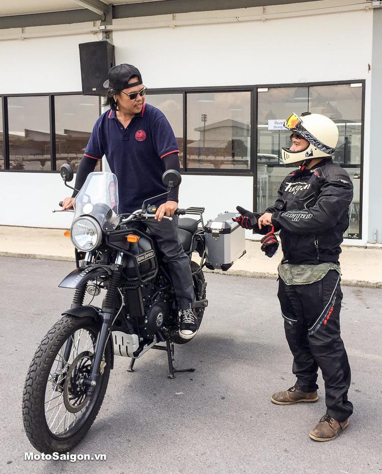 Royal Enfield Himalayan được trải nghiệm chạy xe trong track và địa hình mô phỏng