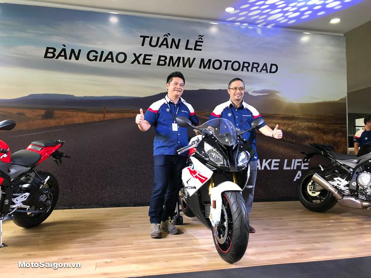 BMW Motorrad cũng đã bàn giao xe chính hãng đến những khách hàng đầu tiên
