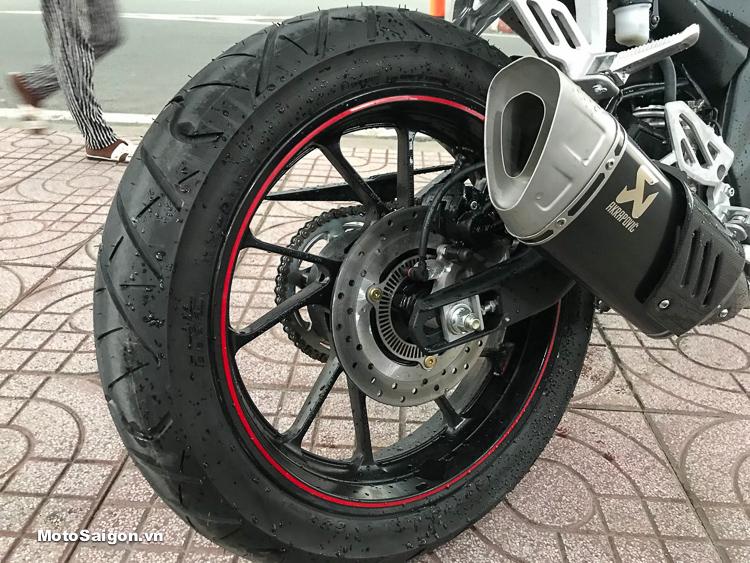 Yamaha R15 v3 2018 đầu tiên lên ABS cùng hàng loạt đồ chơi