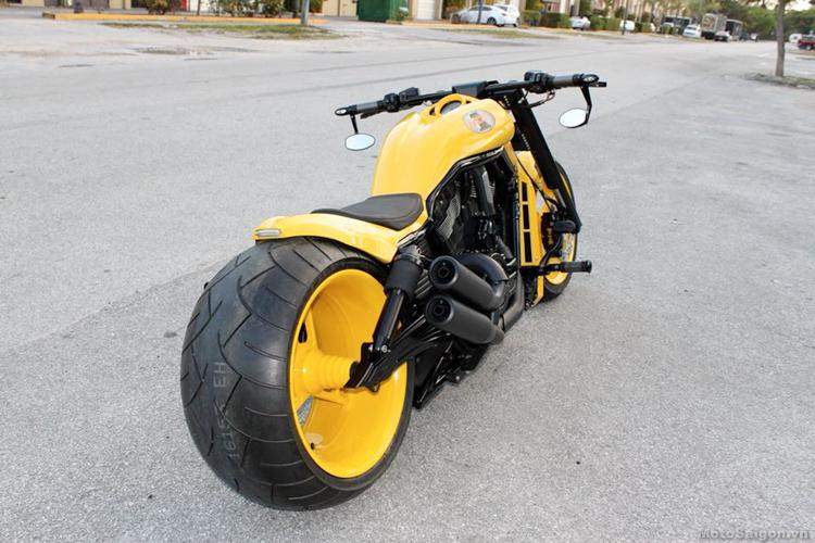 Harley-Davidson V-Rod độ bánh khủng với màu sơn vàng lạ mắt