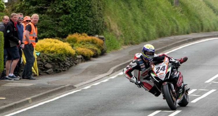 Tay đua tử nạn trên đường đua Isle of Man TT 2018