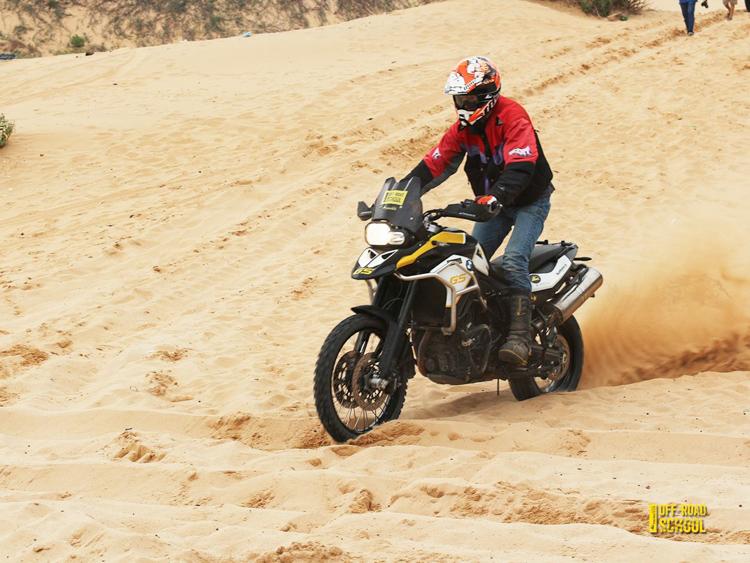 Sand Riding Training chương trình rèn luyện kỹ năng lái moto trên cát
