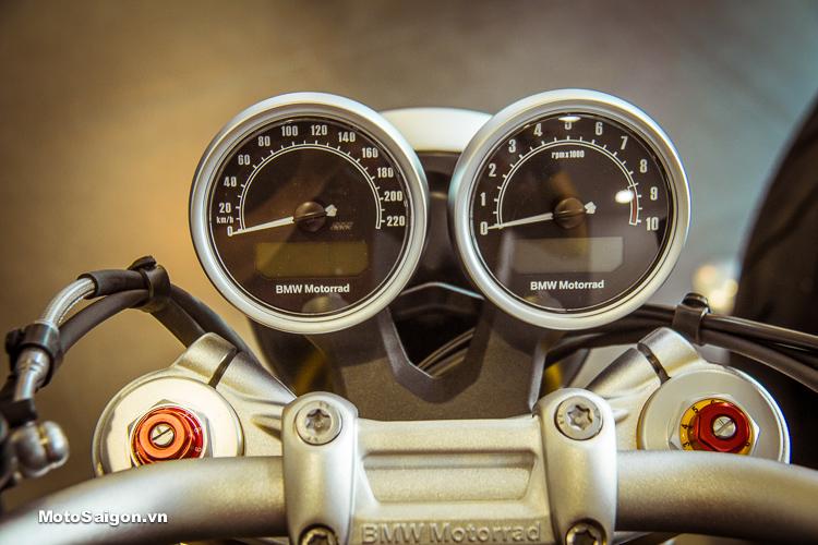 Đồng hồ dạng tròn đôi tích hợp sẵn đồng hồ điện tử gọn gàng trên BMW R NineT 2018
