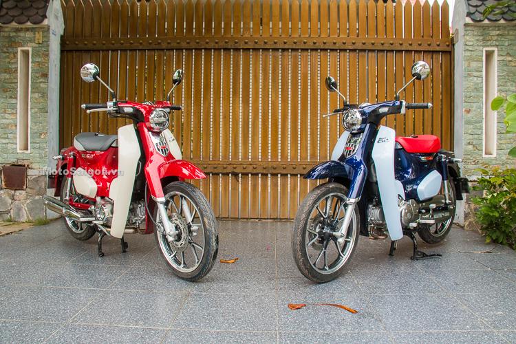 Honda Super Cub C125 phiên bản màu đỏ đầu tiên Việt Nam và phiên bản đặc biệt màu xanh dương yên xe đỏ