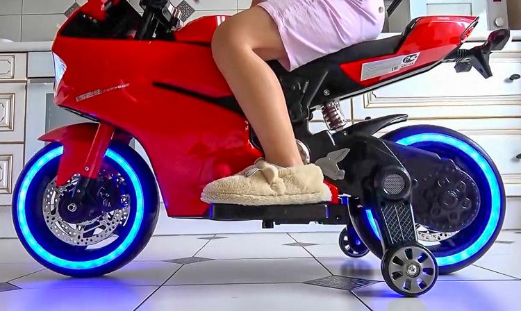 Xe moto trẻ em giống Ducati có giá bán 8 triệu đồng