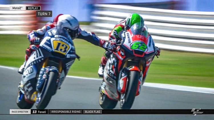 Bóp phanh xe đối thủ suýt té tại giải đua The Moto2