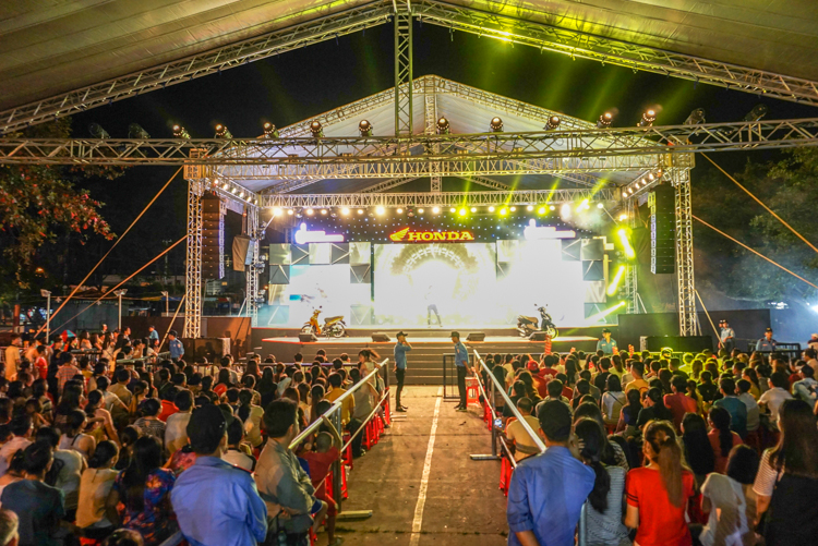 Sân khấu hoành tráng cùng những ca sĩ nổi tiếng tại chuỗi sự kiện Honda Trọn niềm tin 2018