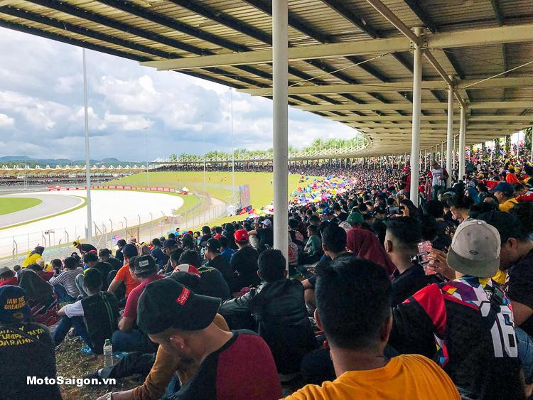 Lượng khách quốc tế với số lượng khổng lồ đổ về Trường đua Sepang MotoGP 2018 vừa qua tại Malaysia.