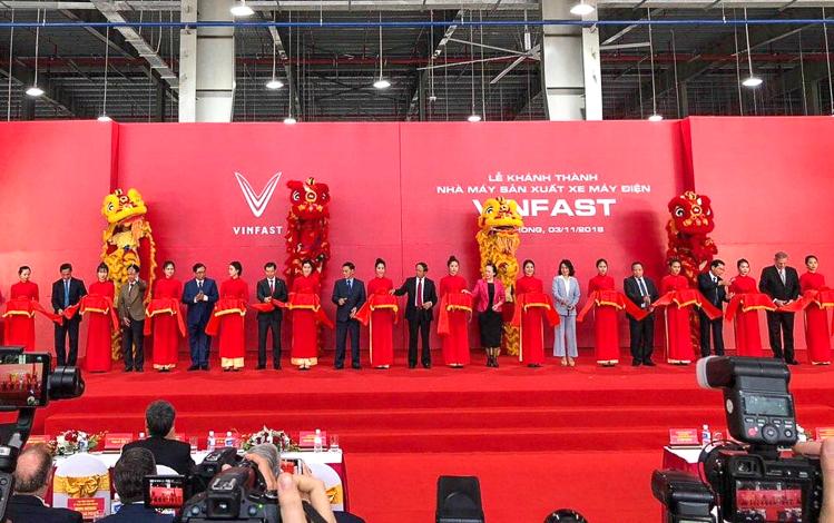 VinFast chính thức khánh thành nhà máy sản xuất và ra mắt mẫu xe máy điện Klara