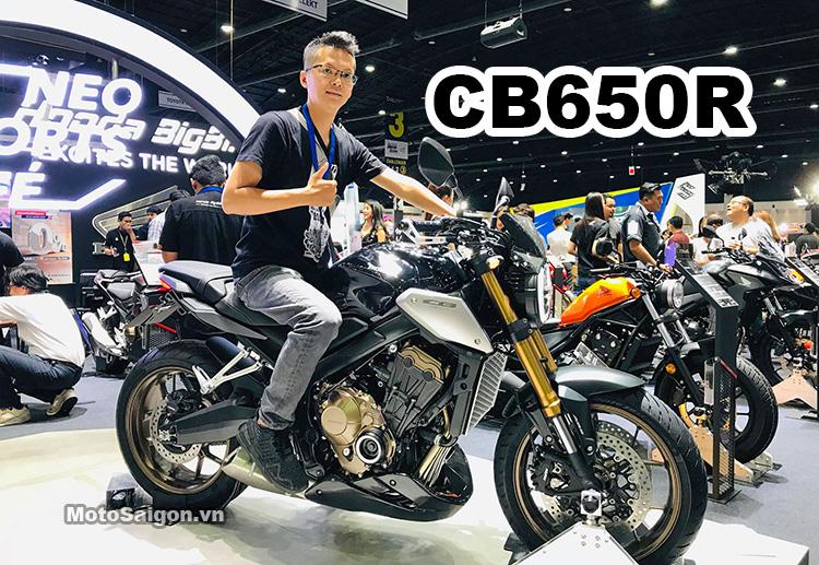 Người có chiều cao 1m72 trên yên Honda CB650R 2019 giá bán tương đương 217 triệu đồng.
