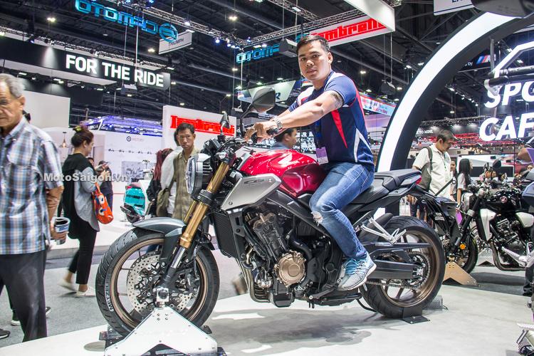 Dáng ngồi người 1m67 trên Honda CB650R 2019
