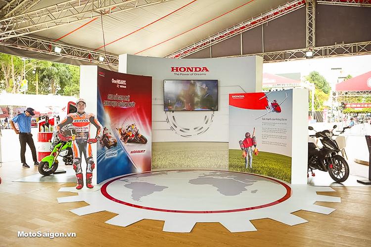 Khu vực trưng bày và trình chiếu khẩu hiệu của công ty Honda Việt Nam