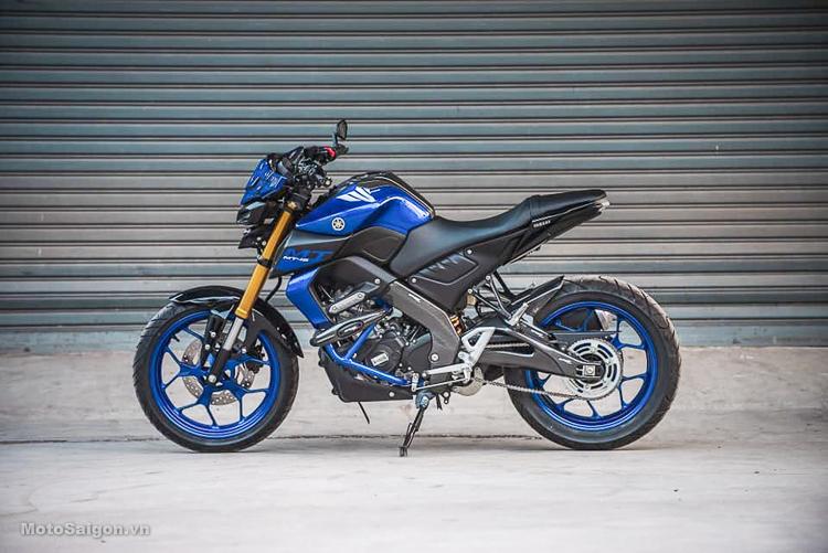 Yamaha MT-15 2019 độ Sừng Trâu kiêm bảo vệ tay lái cực độc đáo
