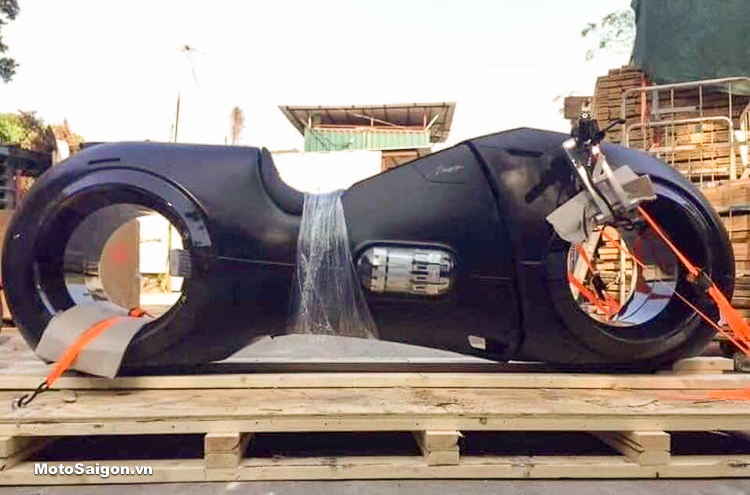 Phúc XO tậu moto TRON Legacy giá gần 2 tỷ đồng về mạ vàng