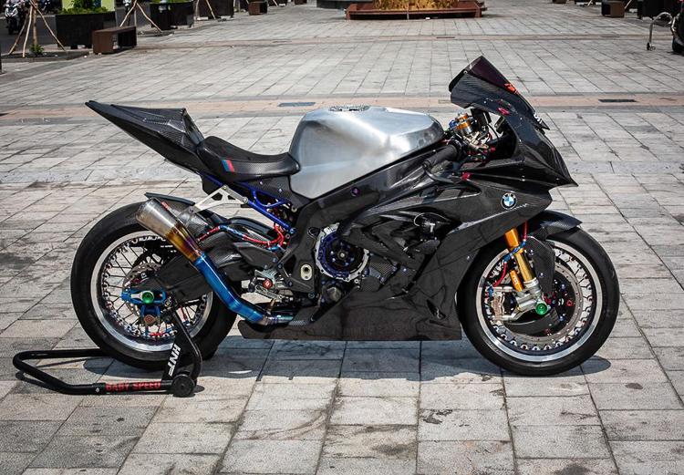 BMW S1000RR Full Carbon, lên đồ chơi đỉnh nhất của Biker Cần Thơ