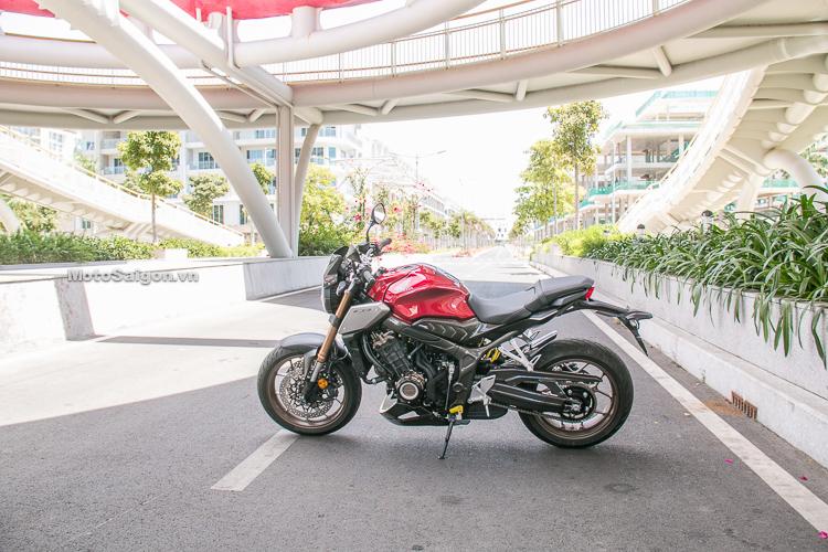 Honda CB650R đầu tiên độ Quickshift cùng hàng loạt đồ chơi H2C