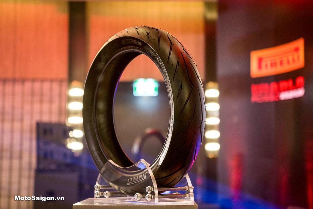 Đánh giá lốp xe Pirelli Diablo Rosso Sport tại Trường đua Chang