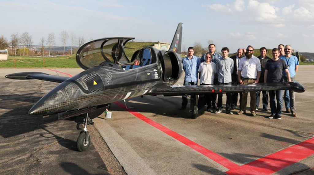 Máy bay gắn động cơ BMW S1000RR bay tốc độ 340 km/h