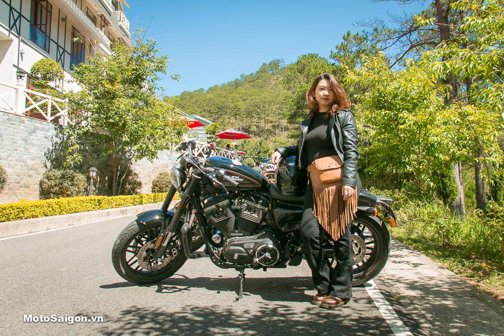 Nữ Biker Nguyễn Hạnh Nguyên bên cạnh Harley-Davidson Roadster 1200cc