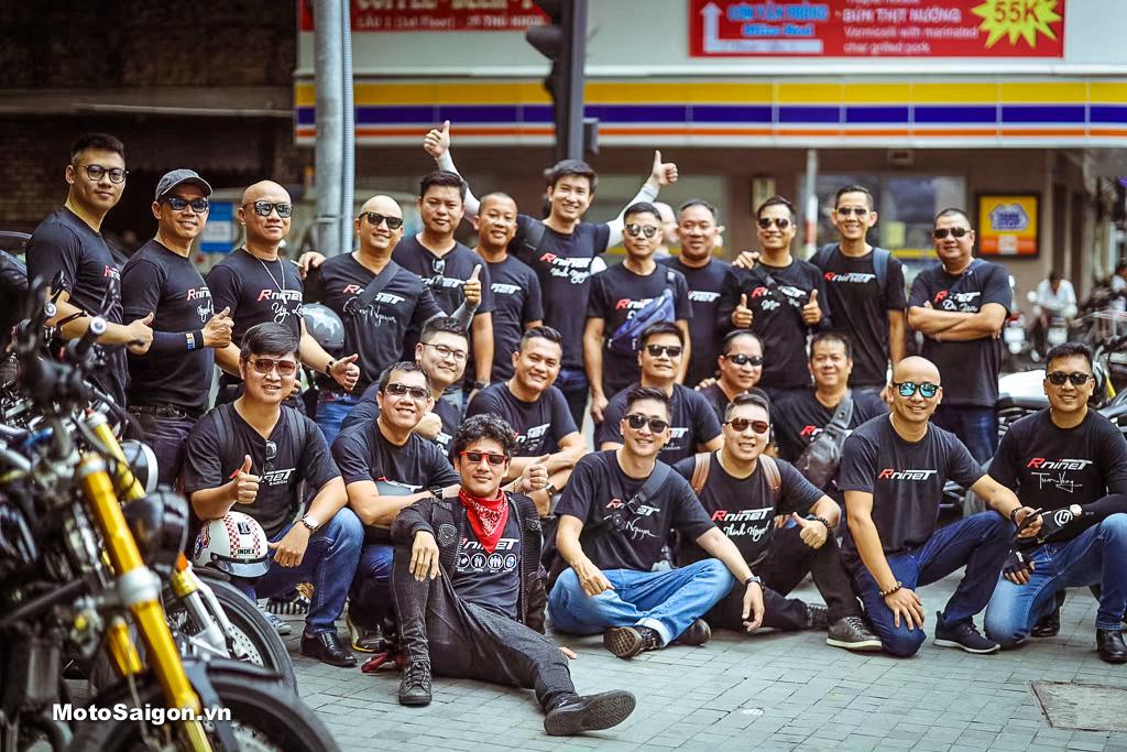 Các thành viên tập trung tại Lamenda Cafe trên đường Lý Tự Trọng, chuẩn bị diễu hành quanh thành phố kết hợp chụp ảnh kỷ niệm.
