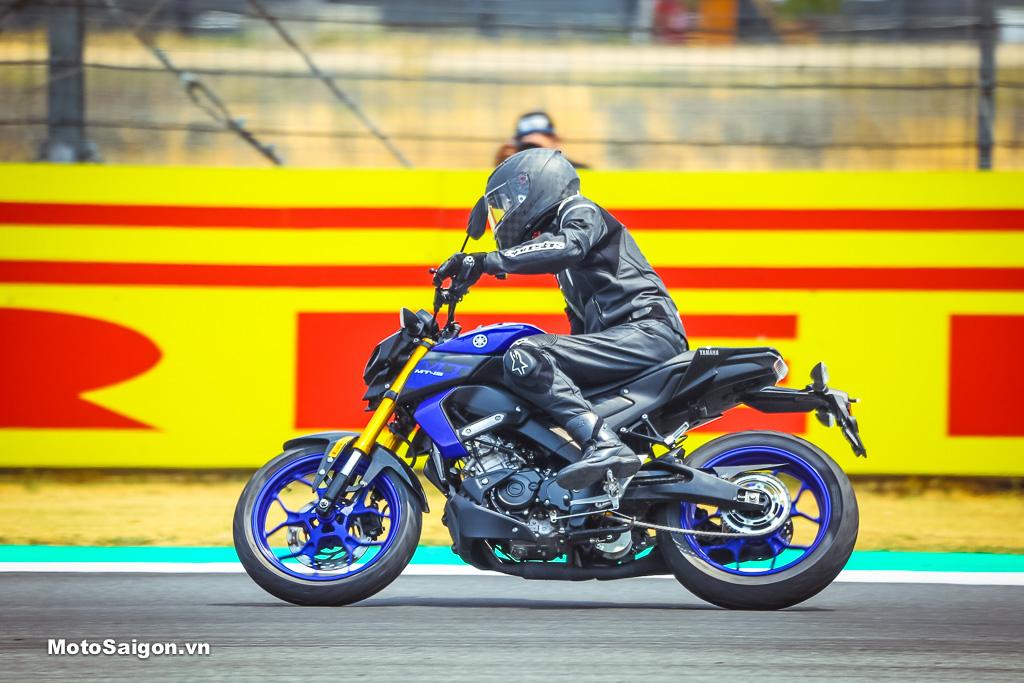 Giá lốp xe Pirelli Diablo Rosso Sport tại Việt Nam