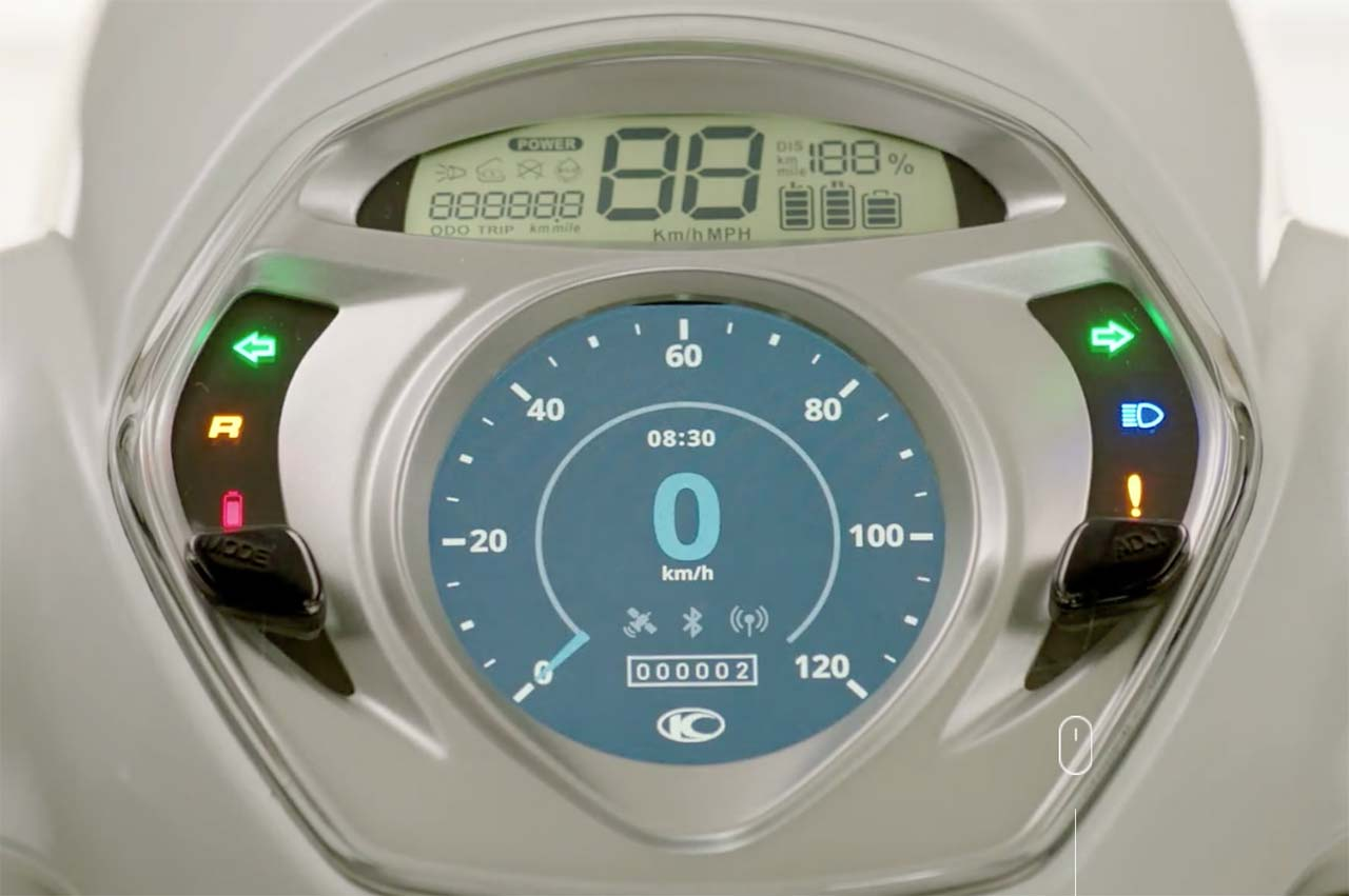 Đồng hồ của KYMCO MANY EV với màn hình Full LCD hiển thị các chức năng của Noodoe v2.0