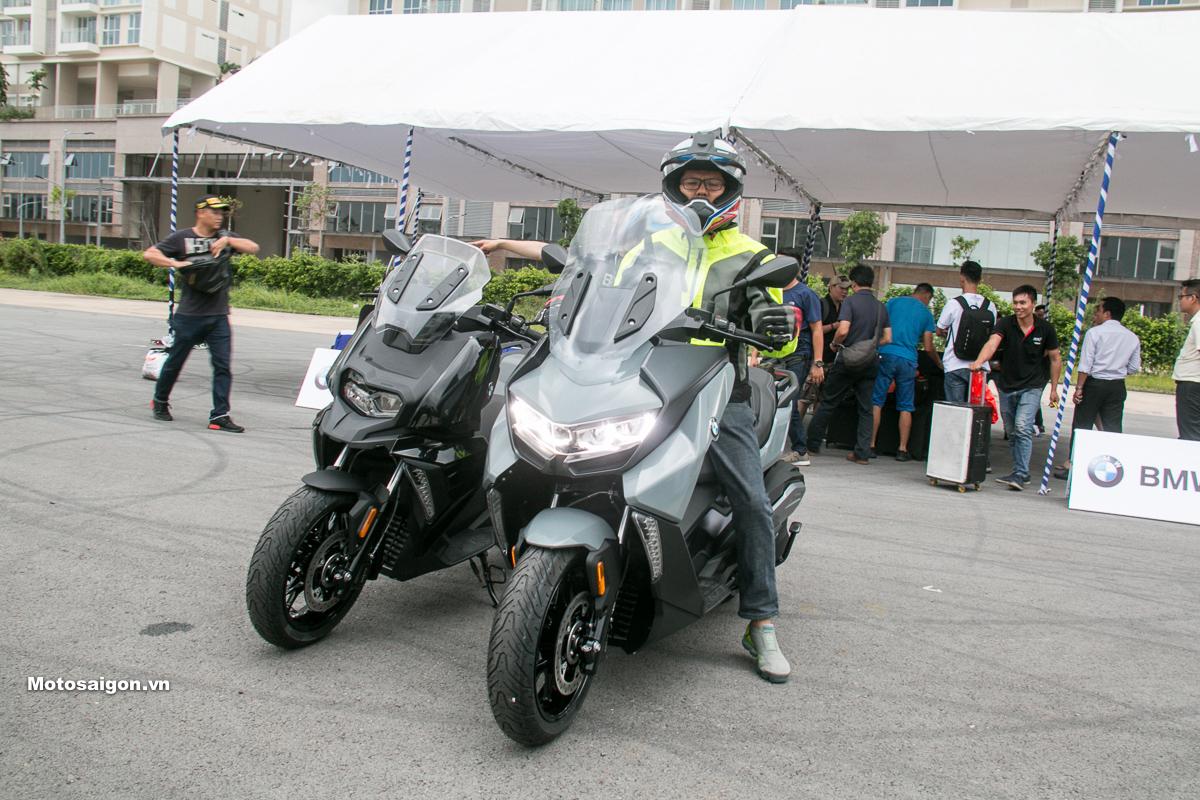 Người có chiều cao 1m72 trên BMW C400 GT. Motosaigon.vn