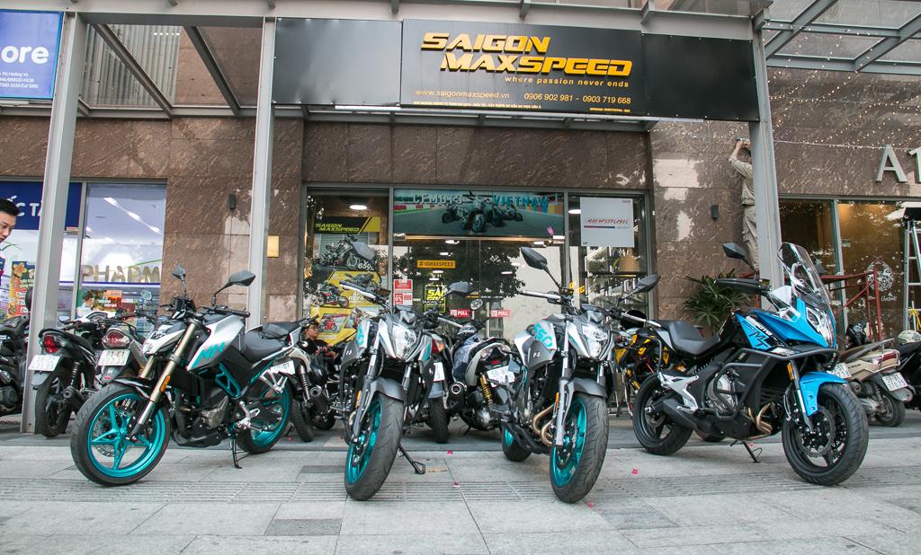 Bốn mẫu xe đang được CFMOTO Việt Nam phân phối chính hãng: CF 250NK, CF 400NK, CF 650NK (3 mẫu xe thuộc dòng naked-bike) và CF 650MT (Thuộc dòng Adventure).