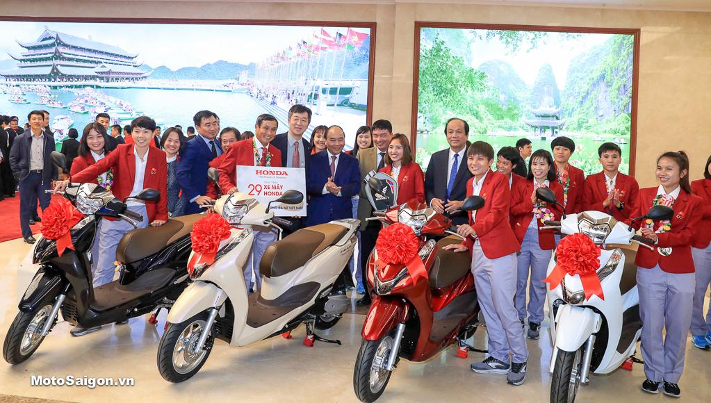 HVN trao tặng xe Honda LEAD cho thành viên Đội tuyển Quốc gia Nữ Việt Nam