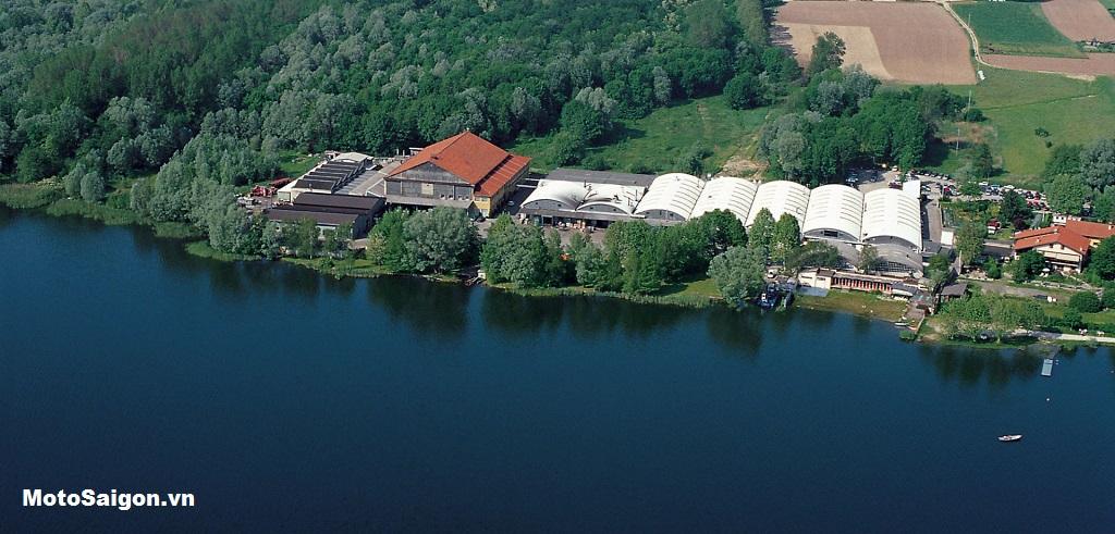 Nhà máy sản xuất của MV Agusta tại hồ Varese ở Schiranna