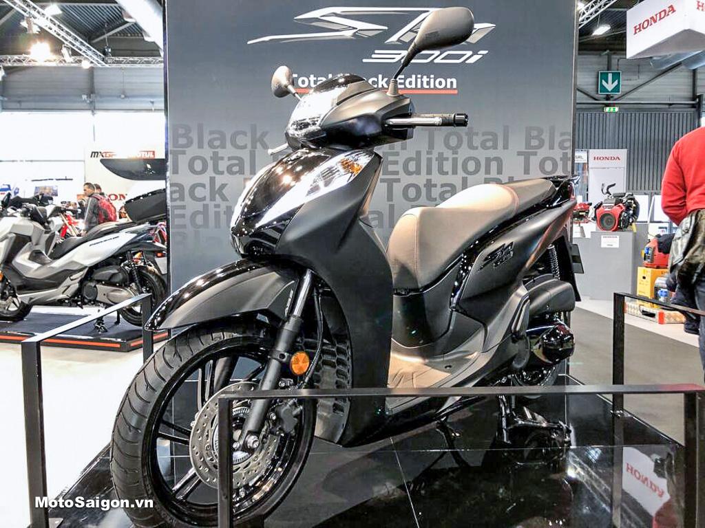 Honda SH300i Total Black màu đen toàn thân xuất hiện tại Ý