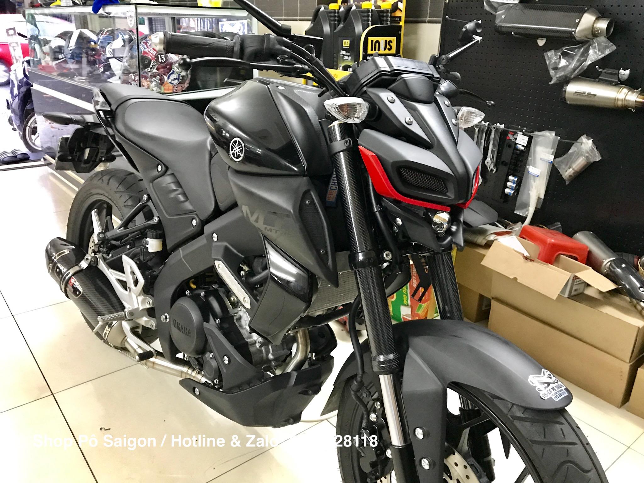 Yamaha MT15 độ pô Yoshimura R77 carbon kèm ốp viền mí mắt như MT-09
