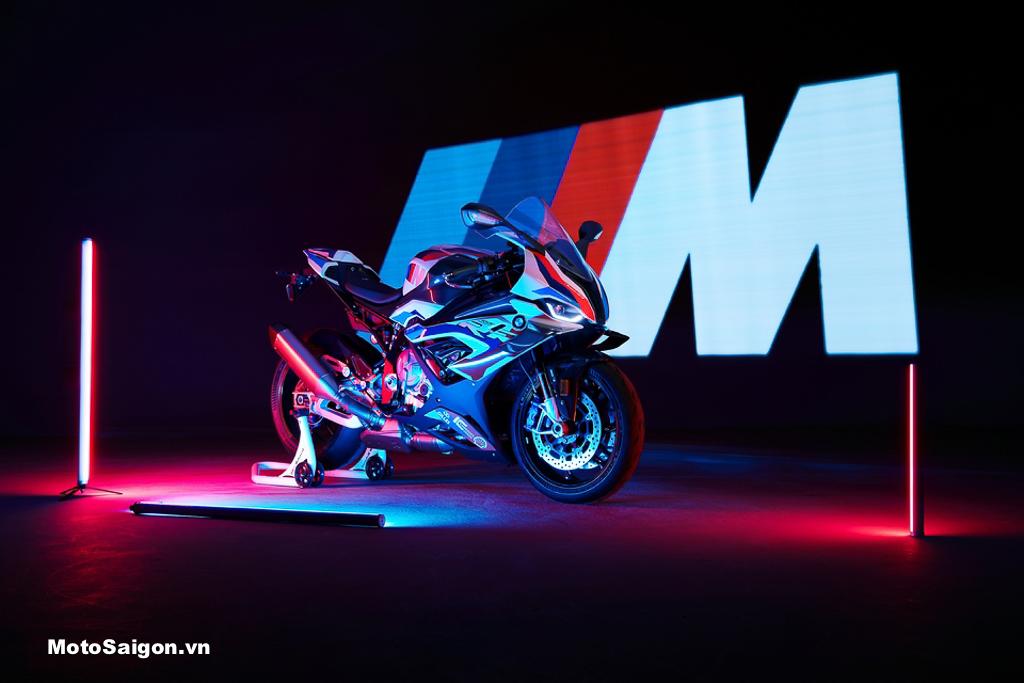 BMW M1000RR Full carbon trang bị cánh gió chính thức ra mắt