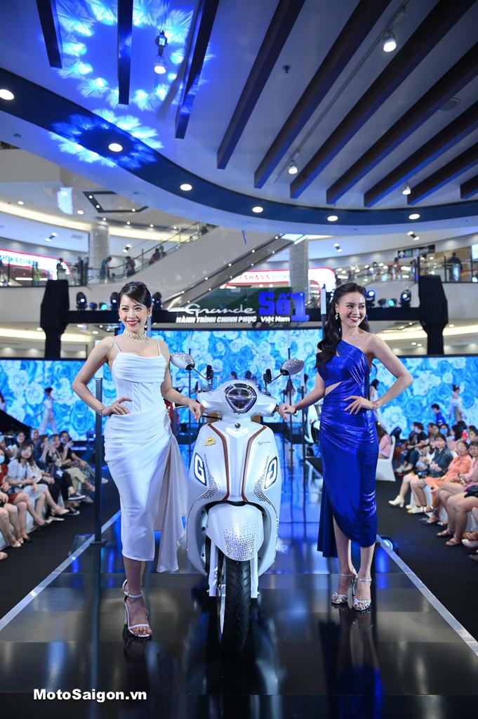 Chi Pu và Ninh Dương Lan Ngọc xuất hiện tại Yamaha Grande Fashion Show