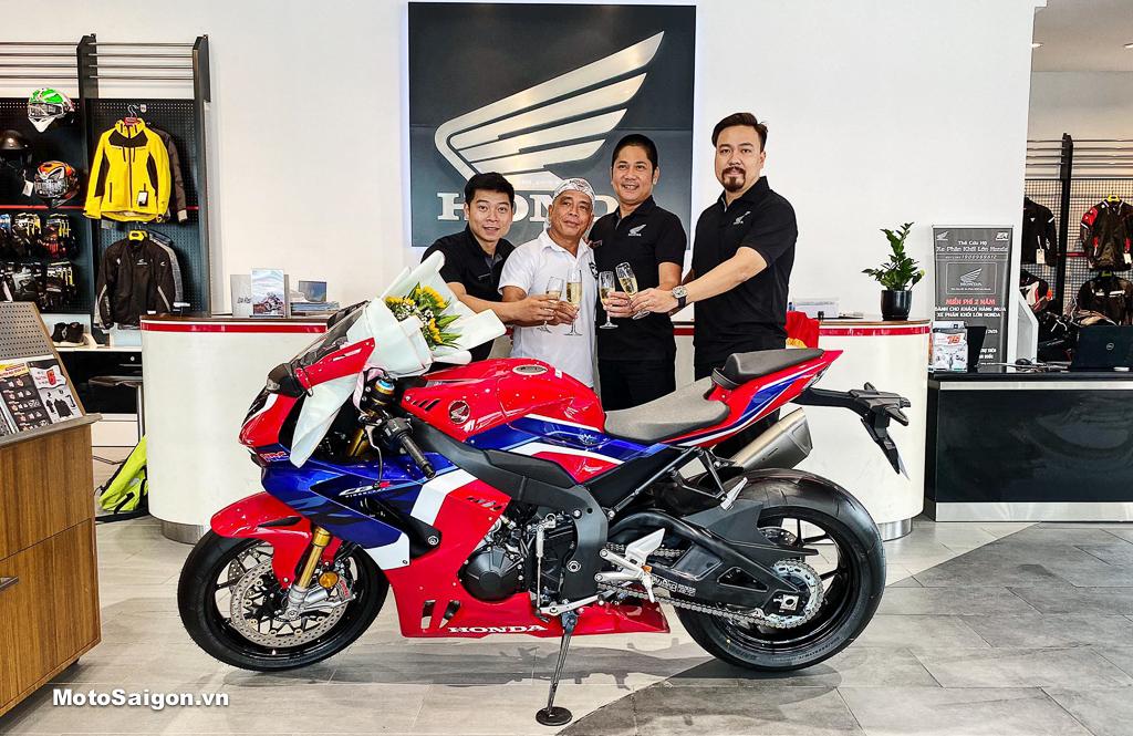 Cụ ông 65 tuổi Già gân sở hữu Honda CBR1000RR-R SP chính hãng đầu tiên Việt Nam