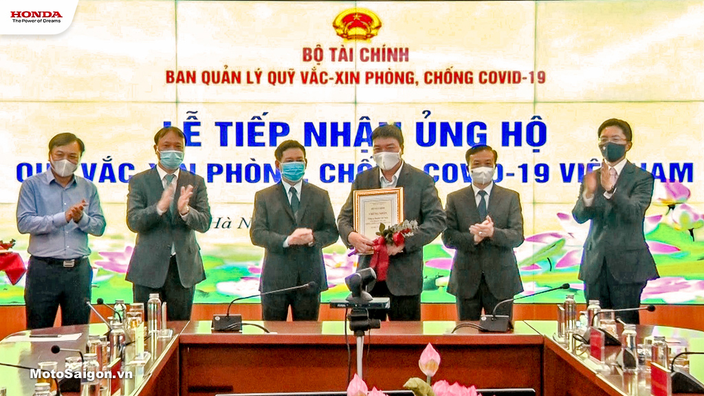 Honda Việt Nam vinh dự nhận chứng nhận Ủng hộ vào Quỹ vắc xin phòng chống COVID-19