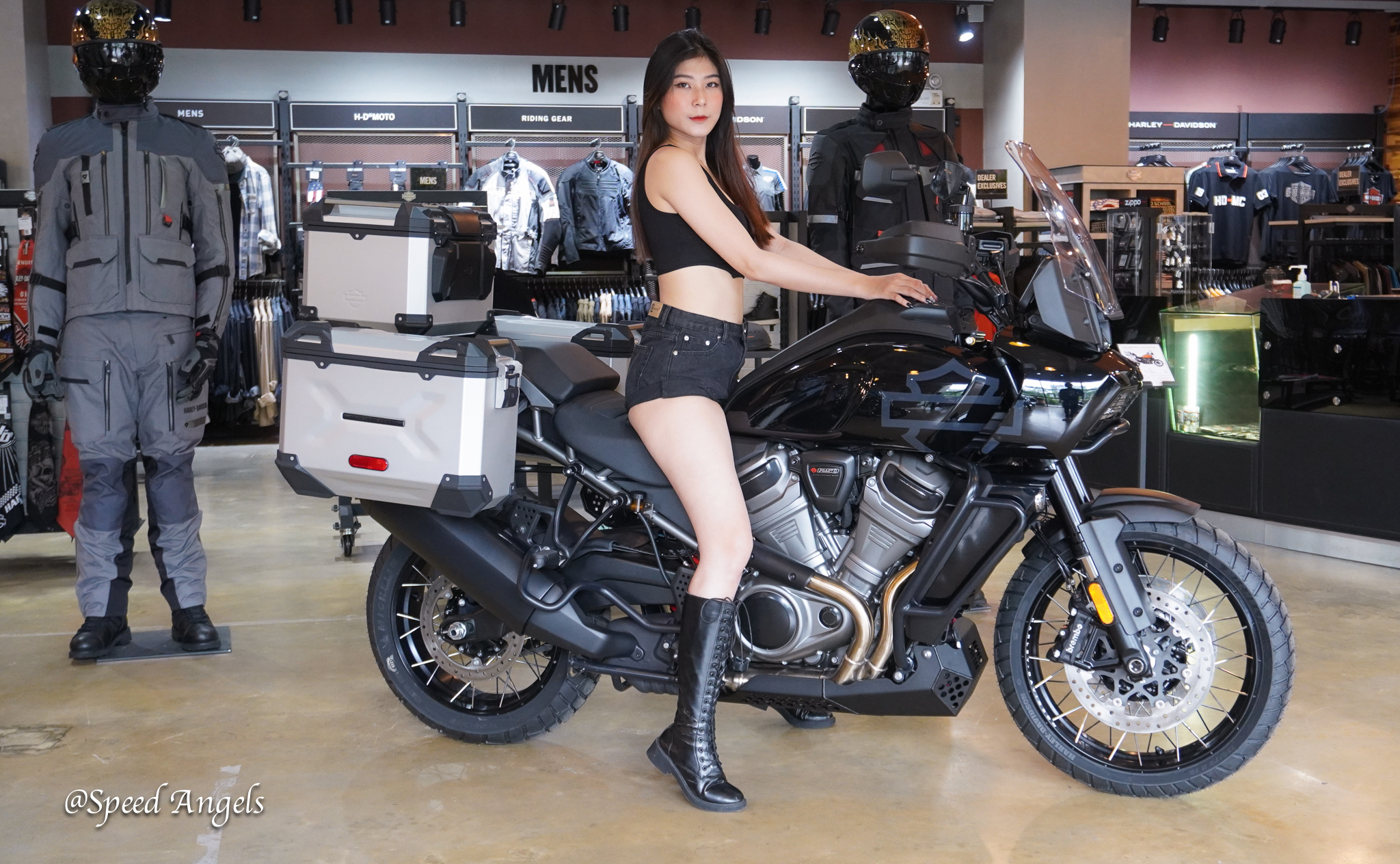 Harley-Davidson Pan America 1250 Special và Speed Angels Tuệ Nghi