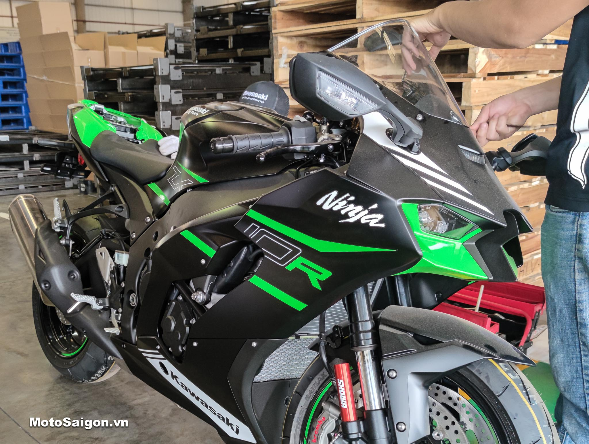Ninja ZX10R 2021 màu đen Ebony giá bán