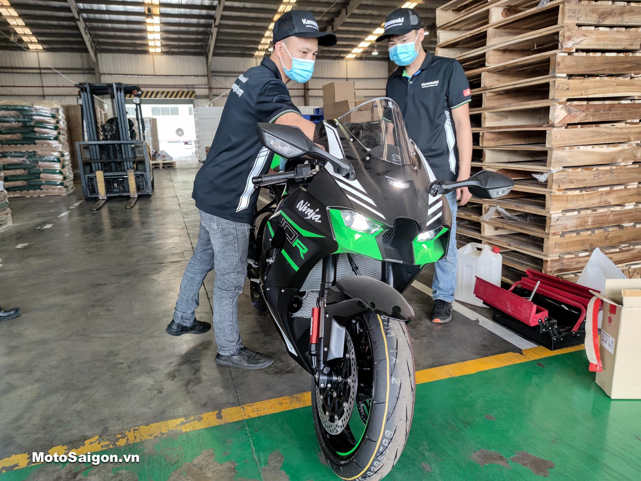 Ninja ZX-10R 2021 đầu tiên Việt Nam kèm giá bán