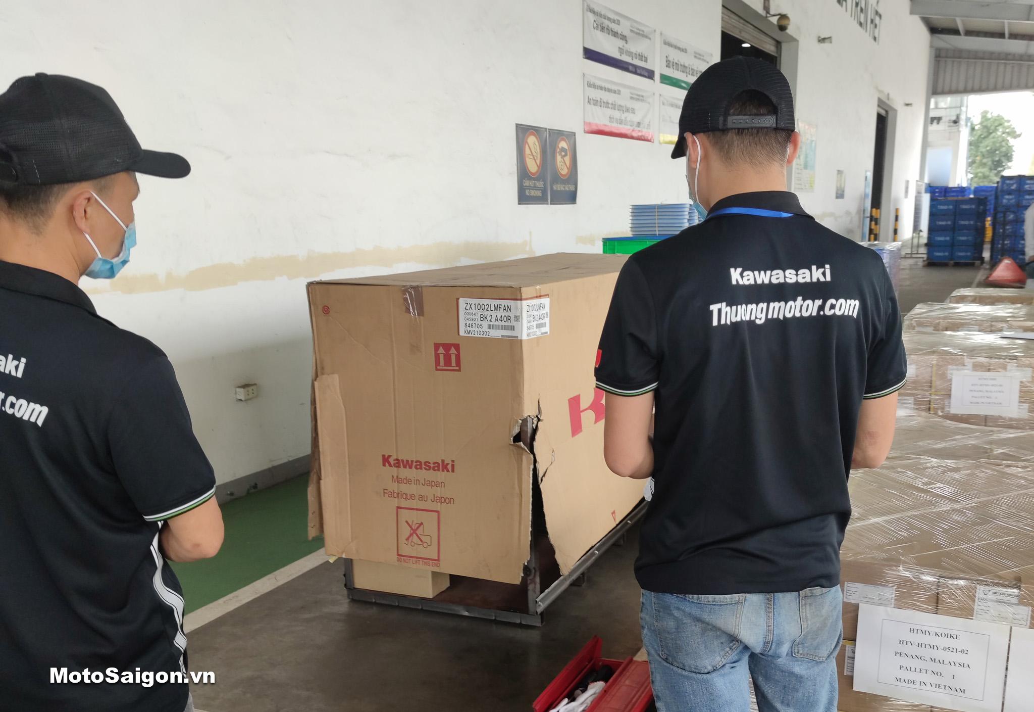 Khui thùng Ninja ZX-10R 2021 đầu tiên Việt Nam kèm giá bán